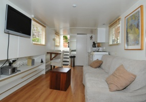 Long term houseboat rental Amsterdam