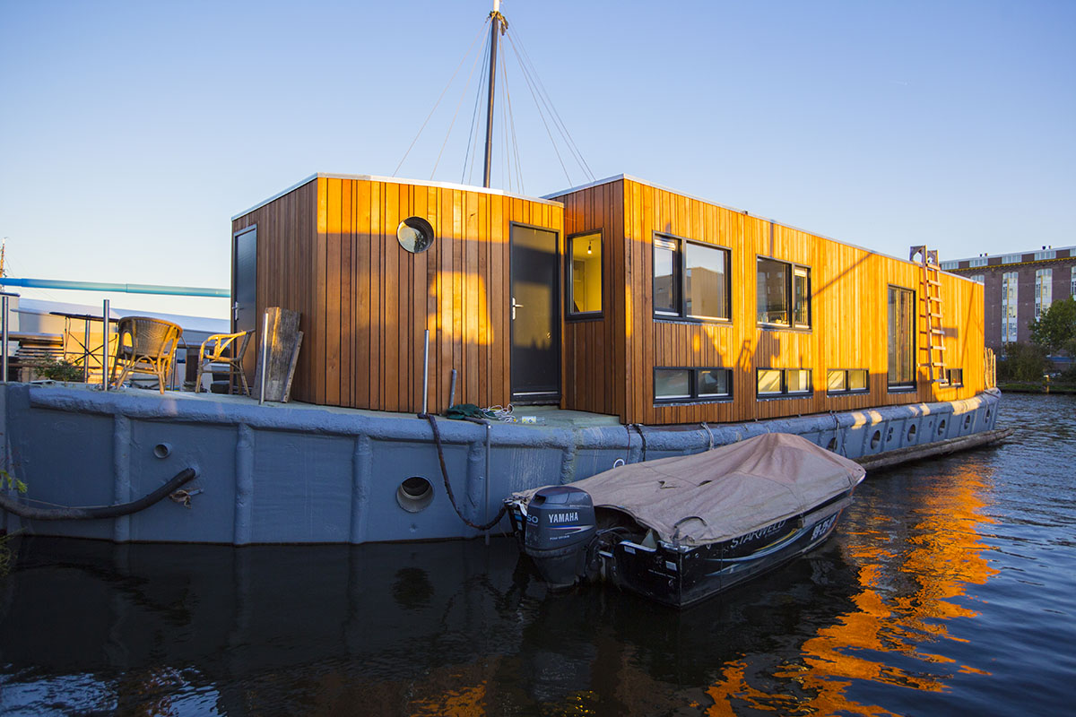 Amsterdam long term houseboat rental